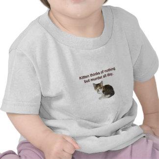 El gatito piensa en asesinato camiseta