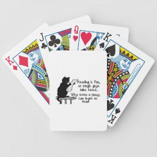 El gatito puede leer el gato divertido cartas de juego