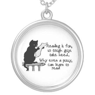 El gatito puede leer el gato divertido collar
