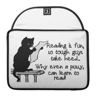 El gatito puede leer el gato divertido fundas para macbooks