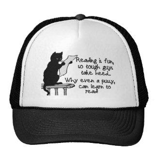 El gatito puede leer gorra