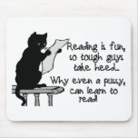 El gatito puede leer tapete de ratones