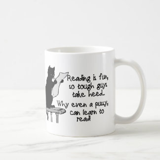 El gatito puede leer tazas