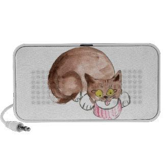 El gatito Sue Z tiene sed, Yum… Crema Portátil Altavoces