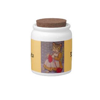 El gatito trata el tarro jarra para caramelo