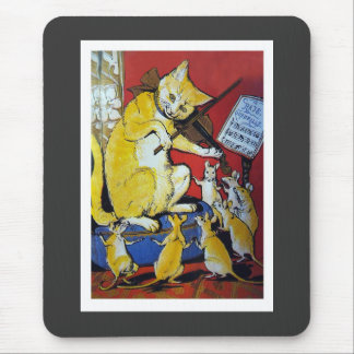 El gato amarillo toca el violín para las ratas de  tapetes de ratones