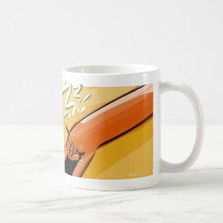 El gato anaranjado caliente expresa el agotamiento taza clásica