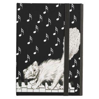 El gato blanco en piano cierra notas de la música
