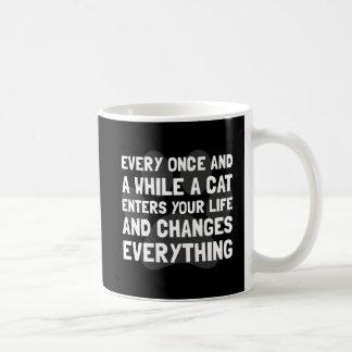 El gato cambia todo taza