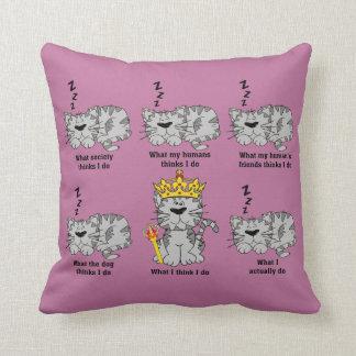 El gato almohada