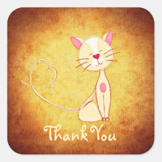 El gato color nata feliz con un corazón le pegatina cuadrada