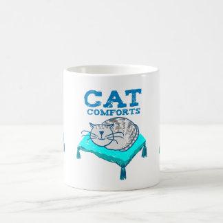 El gato conforta el ejemplo del gato en una taza