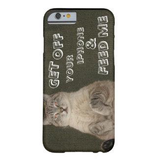 """El gato """"CONSIGUE DE SU IPHONE y ME ALIMENTA"""" el Funda De iPhone 6 Barely There"""