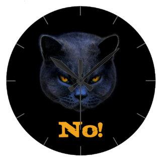 El gato cruzado divertido dice no reloj de pared