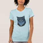 El gato de Tabby mira fijamente abajo… maullido Camiseta