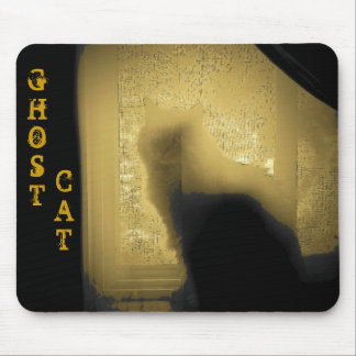 El gato del fantasma le está mirando mouse pads