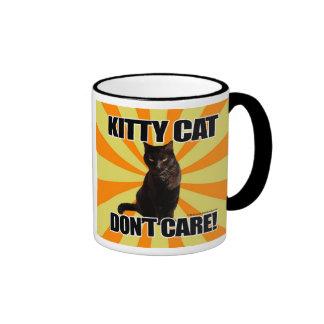 El gato del gatito no cuida taza a dos colores