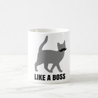El gato del inconformista tiene gusto de un jefe tazas de café