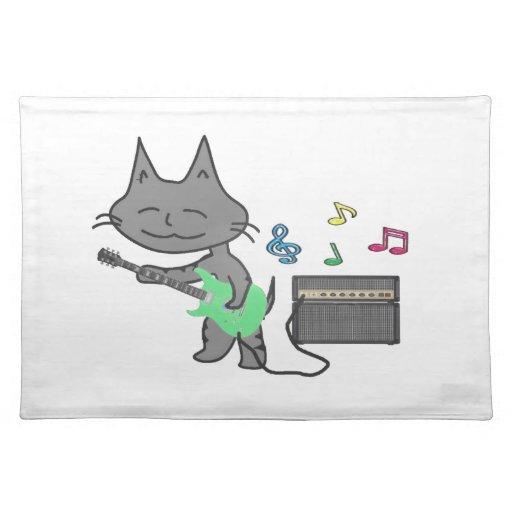 """El gato del rollo de la roca """"N"""" toca su guitarra Manteles Individuales"""