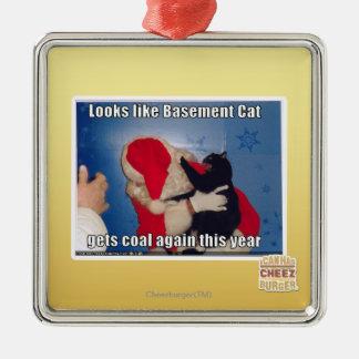 El gato del sótano consigue el carbón ornamente de reyes