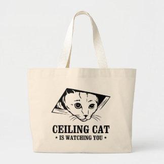 El gato del techo le está mirando bolsas de mano