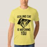¡El gato del techo le está mirando! Playeras