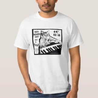 ¡El gato del teclado tiene una camisa de la