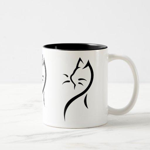 El gato elegante dos-entonó la taza de cerámica