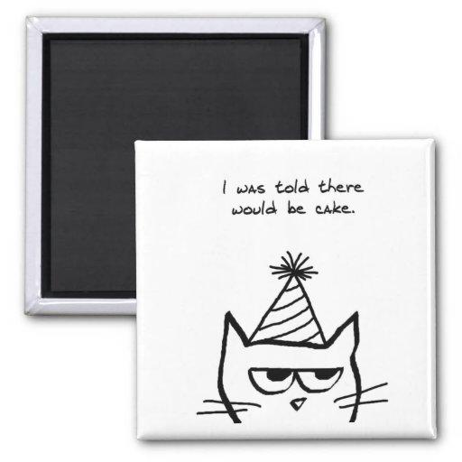 El gato enojado odia cumpleaños imán cuadrado