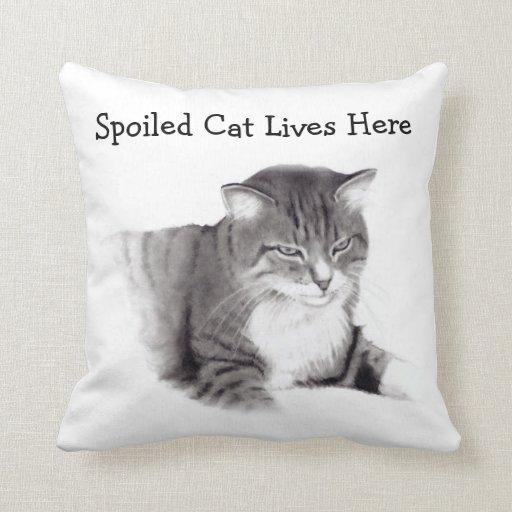 El gato estropeado vive aquí: Dibujo de lápiz: Cojín Decorativo