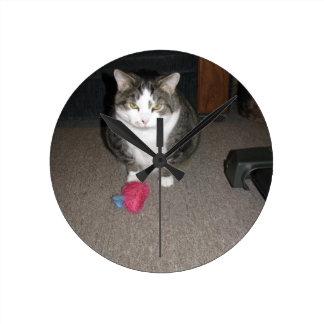 El gato gordo gruñón no se divierte reloj