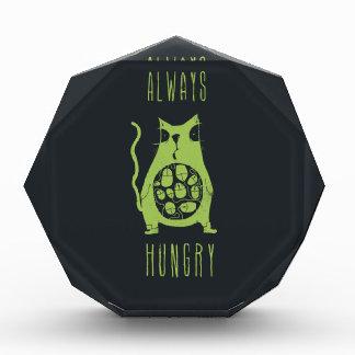 El gato hambriento tiene hambre