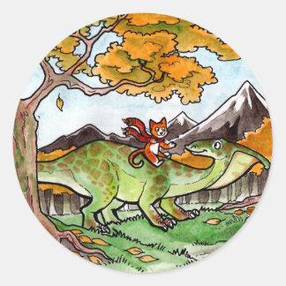 El gato monta un dinosaurio pegatina redonda