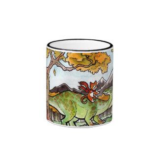 El gato monta un dinosaurio taza