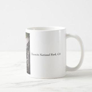 El gato montés cae la taza 2