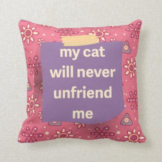 El gato no Unfriend yo almohada de tiro púrpura de