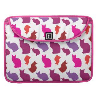 El gato púrpura rosado del gatito siluetea los reg funda para macbook pro