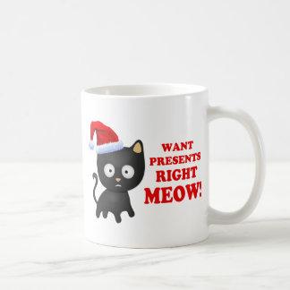 El gato quiere maullido correcto de los regalos de taza clásica