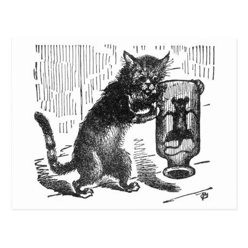El gato sacude la botella que contiene el ratón tarjetas postales