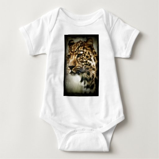 El gato salvaje del leopardo mancha safari de la playera