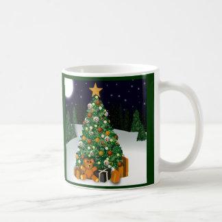 El gay lleva la taza del árbol de navidad