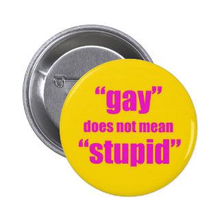 El gay no significa estúpido pin redondo de 2 pulgadas