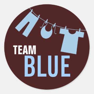 El género de la ropa del bebé azul del equipo etiqueta redonda