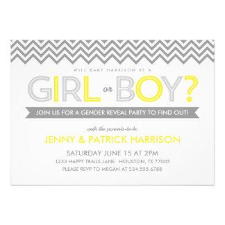 El género gris y amarillo del bebé de Chevron reve Invitacion Personal