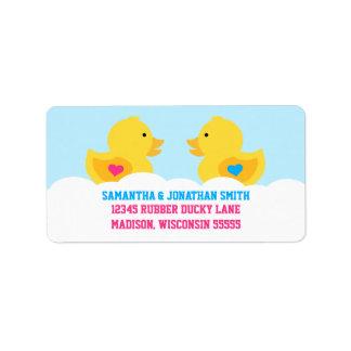 El género rosado o azul Ducky de goma revela al Etiquetas De Dirección