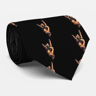 El gesto de mano de los cuernos de los diablos corbata