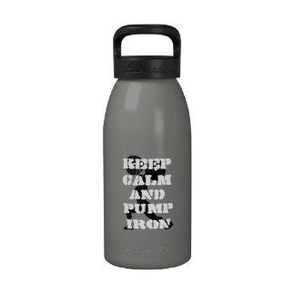 El GIMNASIO de la aptitud guarda calma y bombea el Botellas De Beber