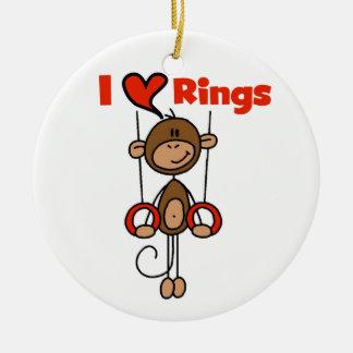 El gimnasta ama los anillos ornamentos de reyes