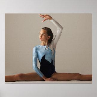 El gimnasta de sexo femenino (12-13) que se realiz impresiones