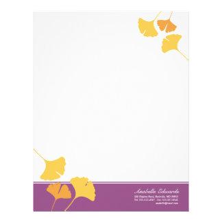 El ginkgo que cae sale de otoño púrpura amarillo d membrete a diseño